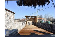 Ayvacık Hüseyinfakı Köyünde Satılık 7 Odalı Butik Otel ve Taşev