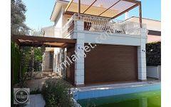 Çeşme de Ilıca da Satılık Müstakil Havuzlu 4+1 Yazlık Villa