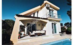Kıbrıs Girne Karşıyaka 3+1 Satılık 140 m2 Yüzme havuzlu villa