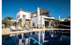 Kıbrıs Girne Karşıyaka 3+1 Satılık 185 m2 Yüzme Havuzlu villa