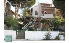 Çeşme Germiyan da 3 Katlı Satılık Müstakil Villa