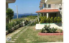 Çeşme Yalı da Satılık Havuzlu Site İçi Villa