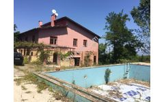 Yalova Altınova da geniş arsa içinde villa