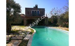 Bodrum  Bitez'de 1.000 m2 arsa içinde satılık taş villa