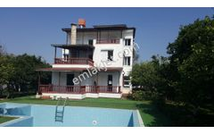 Yenigöl Mahallesi'nde,2200 m2 arsası,250 m2,triplex villa...