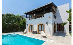 Girne Alsancak 3+1 Satılık Eşdeğer Koçanlı Havuzlu Dubleks Villa