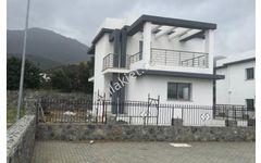 Girne Alsancak 3+1 Satılık Bahçeli Dubleks Villa 160 m2