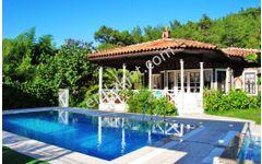 Muğla Gökova 1.600 m2 arsa içinde satılık tam müstakil 2 villa