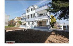 Didimde Satılık Geniş Bahçeli-Otoparklı 3+1 200 m2 Villa