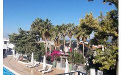 Girne Alsancak Satılık 3+1 Havuzlu Site içinde Villa Eşdeğer Tapu