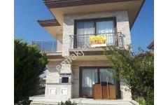 Alaçatı Gayrimenkul'den Şifne'de denize yakın satılık villa.