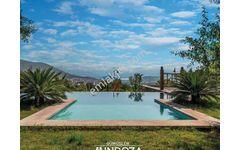 Müstakil Havuzlu Deniz Manzaralı Geniş Bahçeli Özel Taş Villa