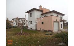TEMELLİ-Ihlamurkent/BOGİNA SİTESİ'nde,Bahçeli,Müstakil Villa....