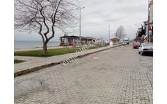 Altınova Sahilde 180 M2  Düz Giriş  Denize Cepheli İş Yeri