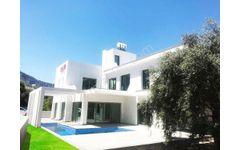 Ozanköy'de Yeni 4+1 Havuzlu, 240m2 Her Oda EnSuit Villa