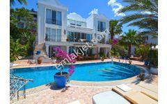 Yalıkavak'ta Muhteşem Deniz Manzaralı Havuzlu 5+2 Müstakil Villa