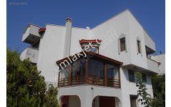 Villakent'te satılık Full yapılı villa ve yanında 800 m2 arsa