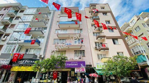İzmir Balçova Ata Caddesinde 120 M² Asansörlü 3+1 Satılık Daire