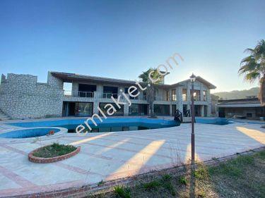 Urla Kekliktepede 6738 m2 Arsa İçerisinde Müstakil Satılık Villa