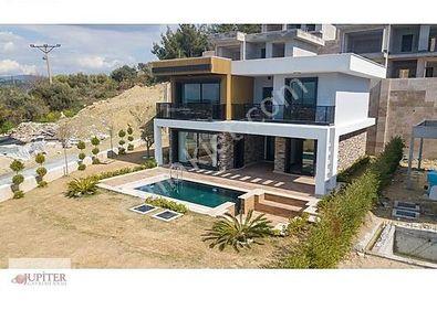 Kuşadası'nda Satılık 4+1 Müstakil Havuzlu Villa
