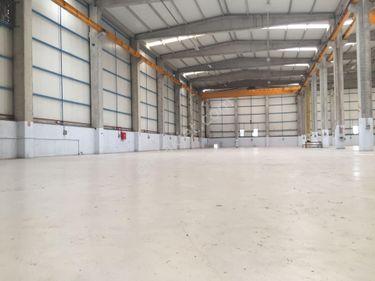 DİLOVASI OSB'DE 7.400M² SATILIK 20 TONLUK VİNÇLİ DEPO – FABRİKA