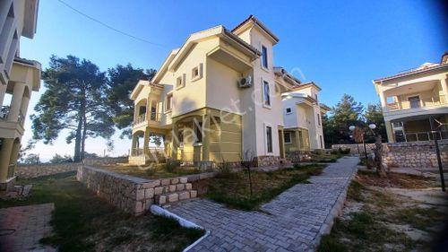 Havuzlu Sitede Bahçeli Eşyalı 3+1 Dubleks Villa 119