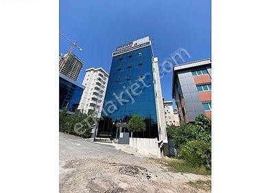 Finans Merkezine Komşu Otoban Cepheli 1.300m2 İskanlı Plaza