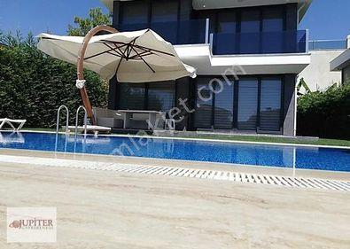 Kuşadası SOĞUCAK'ta 4+1 Özel Havuz-Otopark-Deniz Manzaralı Villa