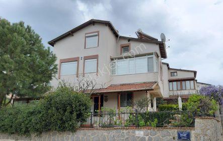 İzmir Güzelbahçe'de Satılık 4+2 Müstakil Tripleks Villa