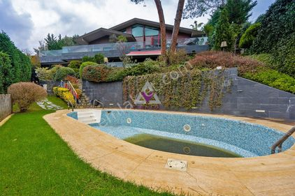Yeniköy Koruda Satılık Müstakil Havuzlu Boğaz Manzaralı Villa
