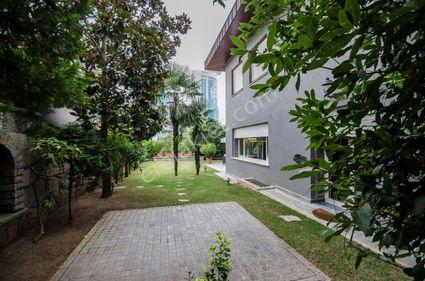Levent'te Satılık 800 m2 Müstakil Bahçeli Villa