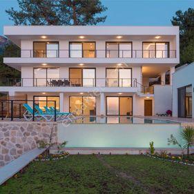 6+1 Fethiye Ölüdeniz`de Müstakil Havuzlu, 12 Kişilik Yeni Villa