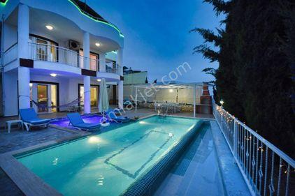 5+1 Kalkan'da Müstakil Havuzlu, Deniz Manzaralı 10 Kişilik Villa