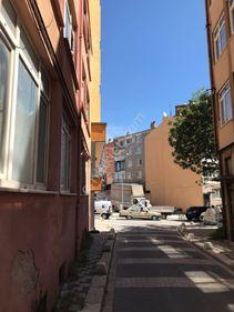 Altıeylül Kasaplar Mahallesinde Satılık 2+1 Giriş Kat Daire