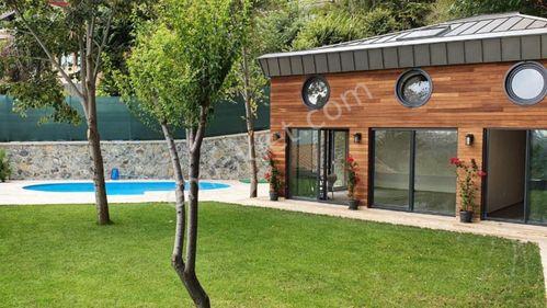 Sarıyer 'de Boğaz Manzaralı Büyük Bahçeli Havuzlu Satılık