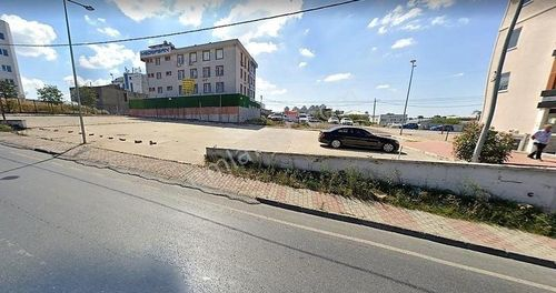 Şerifali de Cadde Üzeri Zemini Beton 1.100m2 Arsa