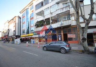 Ümraniye Küçüksu Caddesi Üzerinde Düz Ayak Dükkan