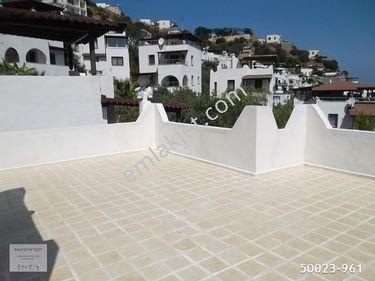 Balconyden Bodrum yalıkavakta satılık full deniz manzaralı villa