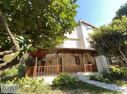 Davutlar Zeybek Sitesi'nde 3+1 tripleks villa