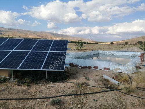 Akçedağ eginde içinde havuzlu güneş enerji paneli bulunan kaysı