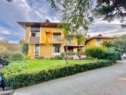 Sarıyer Zekeriyaköy Güvenlikli Sitede Tam Müstakil Satılık Villa