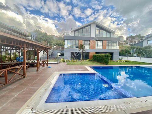 Zekeriyaköyde Satılık Yeni Villa