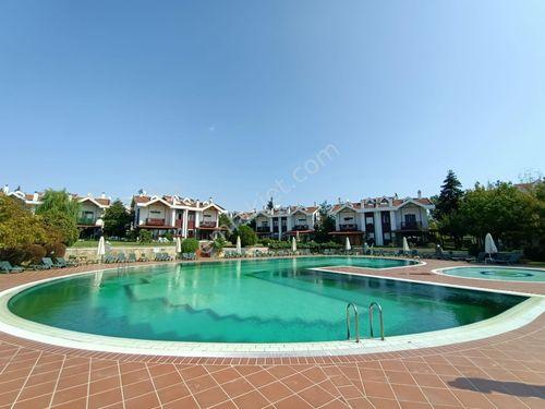 Silivri Merkez'e Çok Yakın Kiralık  4+1 Site içi Villa.