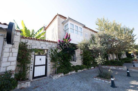 Çeşme Alaçatı da Farklı İç Tasarım Lüks Müstakil Havuzlu Villa