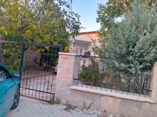 Niğde-Bor-Bahçeli Saray mah.Müstakil Satılık Ev ve Bahçe
