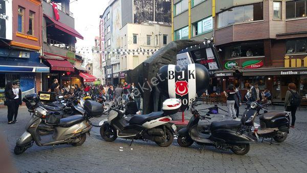 Beşiktaş Çarşı Merkezde 228 m2 Havalı Bahçeli DükkanCEYHUN®EMLAK