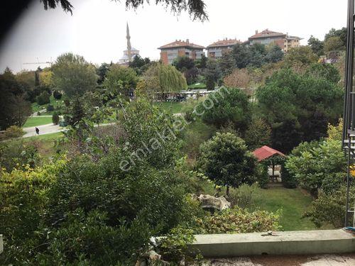 Akatların En Elit Sokağında Bakımlı 3 Katlı Satılık Villa