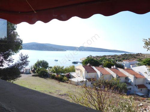 EskiFoça'da sahile 50mt. 14 oda 3 kat otel, 2+1 ev, 200m2 bahçe