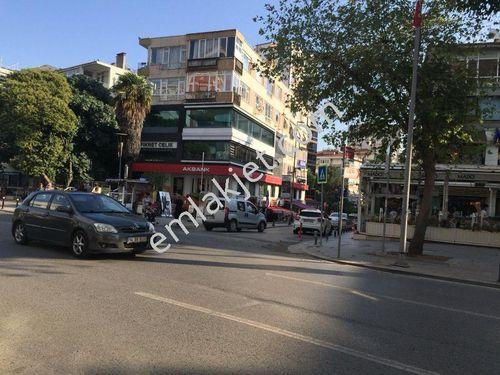 Caddebostan Bağdat caddesinde işyeri veya konuta 155m2 Yatırımlık