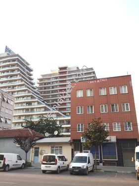 Bursa Büy. belediyesi karşısı işyeri ve konut imarlı satılık bina